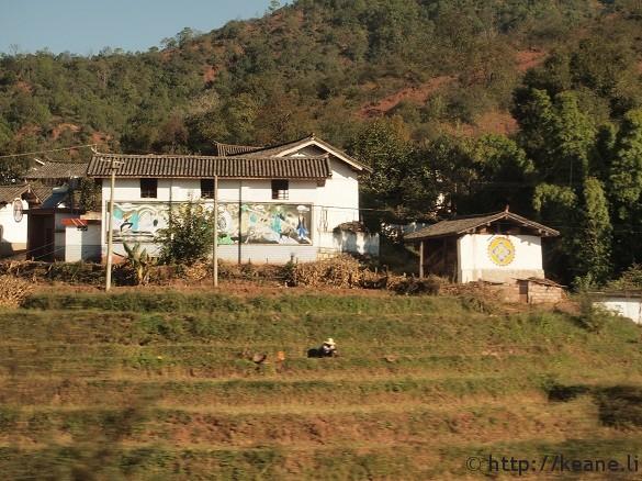 Farmer and houses along the freeway near Dali