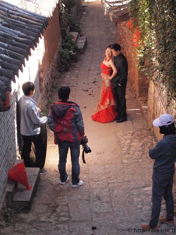 Couple poses on the streets of Lijiang, China