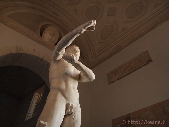 Close shot of a statue in the Vatican Museums