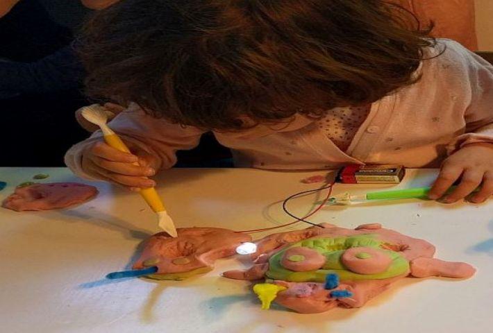 Modelando con luces: Plastilina Conductiva