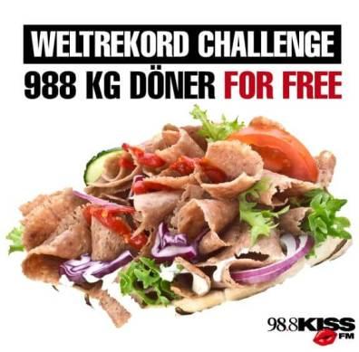 Reklama rádia KISS 98,8 propagující pokus o světový rekord, XXXXXXL döner kebab v v Berlíně
