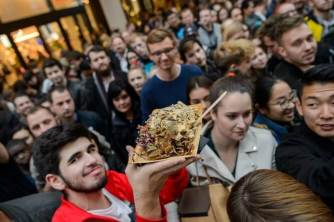 Kebabové porcování medvěda, XXXXXXL döner kebab v v Berlíně