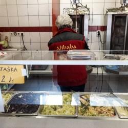 Žena za pultem zblízka - Alibaba kebab, Roudnice nad Labem
