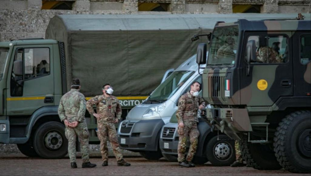 """رغم تزايد إصابات كورونا.. إيطاليا تستبعد """"فرض عزل جديد"""""""