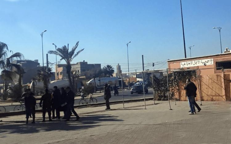 """السلطات تتدخل لانهاء فوضى موقف """"طاكسيات"""" بمراكش + صور"""