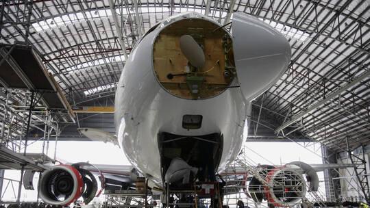 """بريطانيا تحظر دخول """"بوينغ 777"""" مجالها الجوي مؤقتا"""