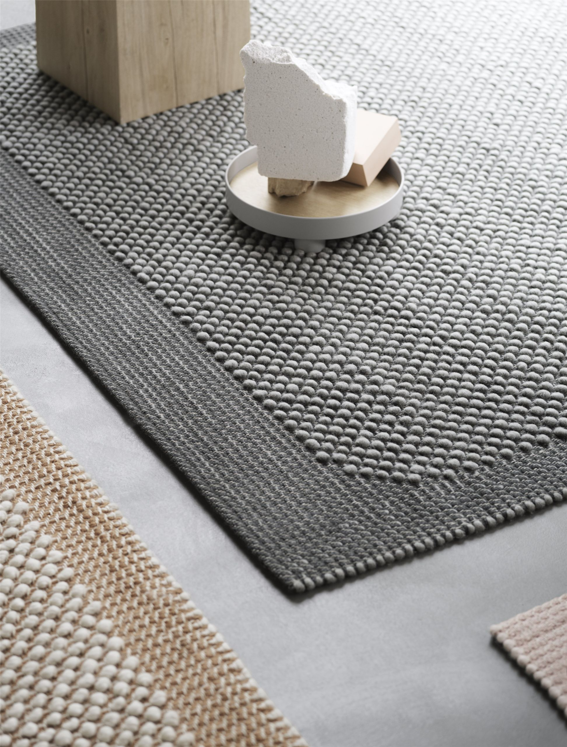 Pebble rug 240 x 170 dark grey
