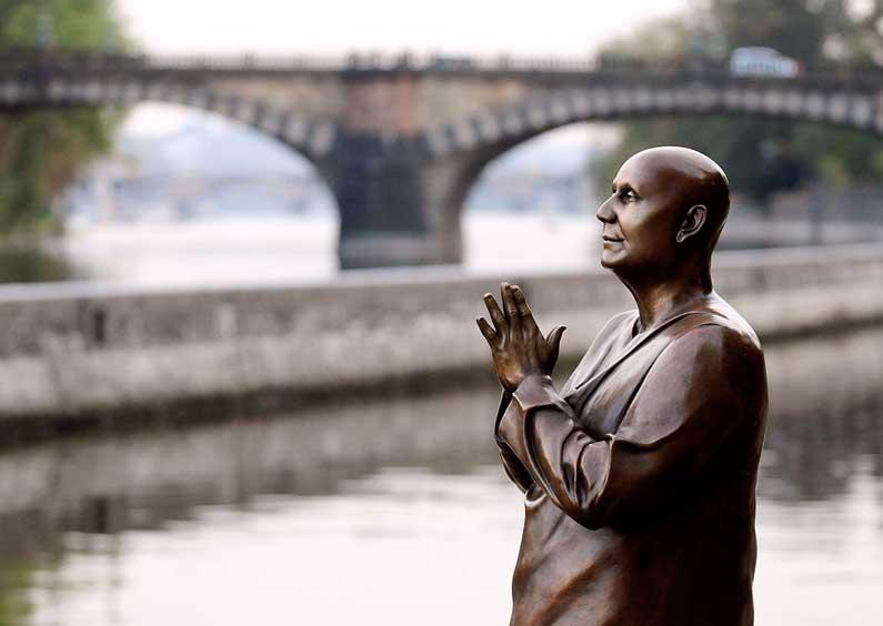 CKG-statue-in-Prague3