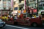 台湾のお祭りパレードがシュールだけどなかなかイケてる!