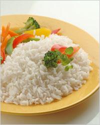 Hérissons de viande avec riz et sauce dans une mijoteuse