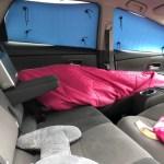 【車中泊】プリウスaの車中泊快適化『ダイソーのアルミシートで車中泊用の目隠しを作成』安心と安全と快眠が手に入ります。