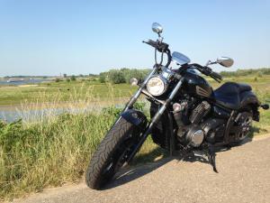 Yamaha_XVS1300_Custom_front_side_800
