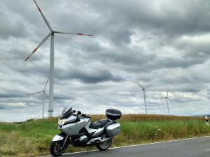 2016-07-moezel-fields-windmills