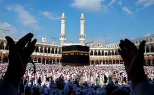 people doing tawaf and praying at the kaabah