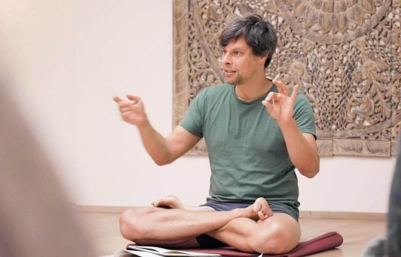 Keen on Yoga Podcast Grischa Steffin