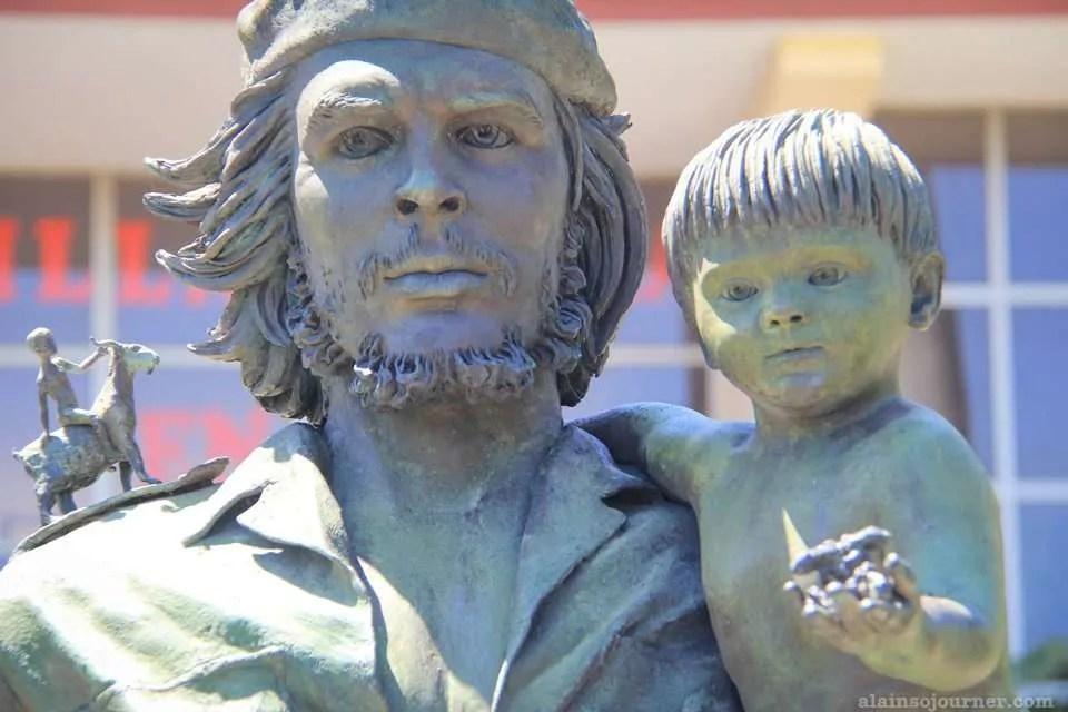 Santa Clara Estatue Che y Nino