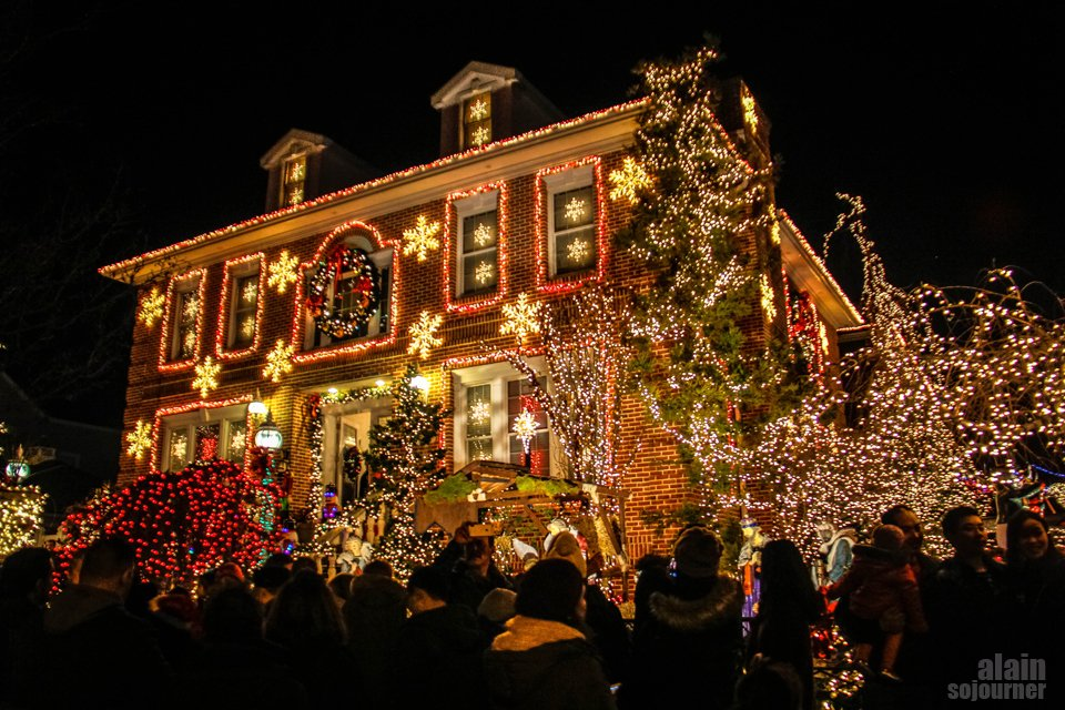 Dyker Heights Brooklyn Christmas Lights.Dyker Heights Christmas Lights In Brooklyn