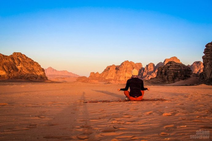 Things to do and see in Jordan: Meditate in sunrise