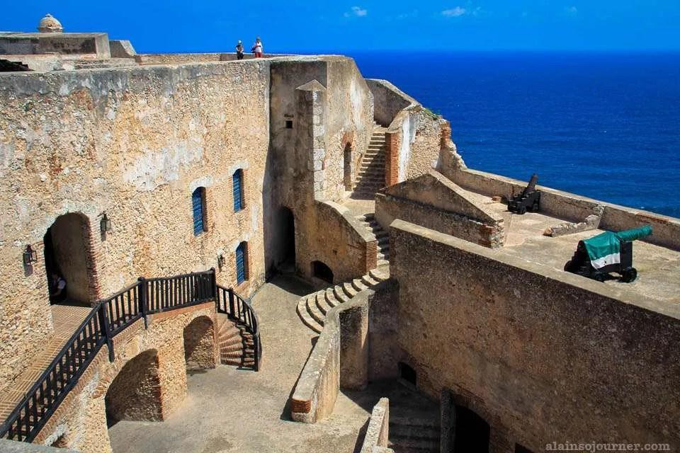 Relive the war at Castillo de San Pedro de la oca del Morro in Santiago de Cuba.