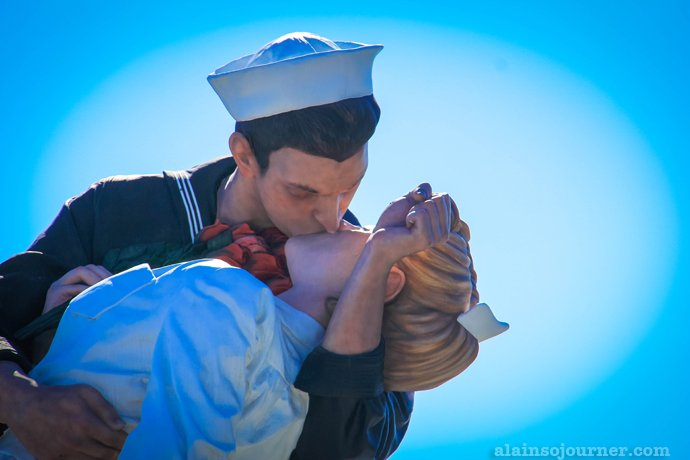 Nurse and Sailor Kiss at New York Times square