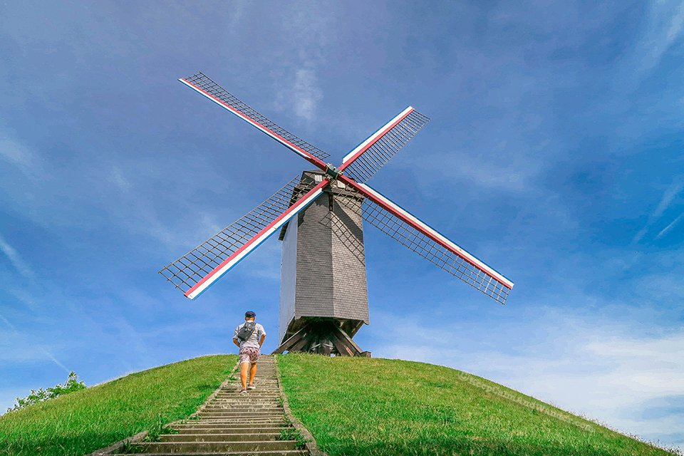 Voormalige Hanzekwartier Windmills / I Spent a Day in Bruges and I did My Own Walking Tour (Belgium).