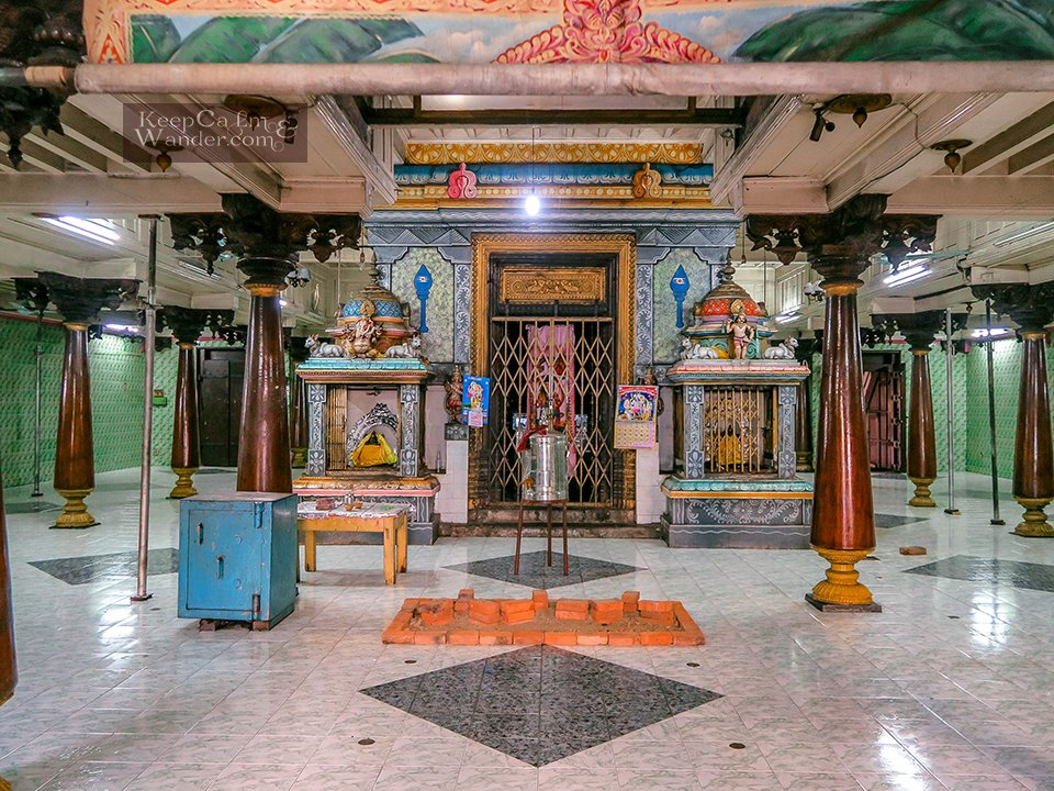 Sri Lanka: What to do and see in Pettah (Old and New Katherisan Temple in Colombo).