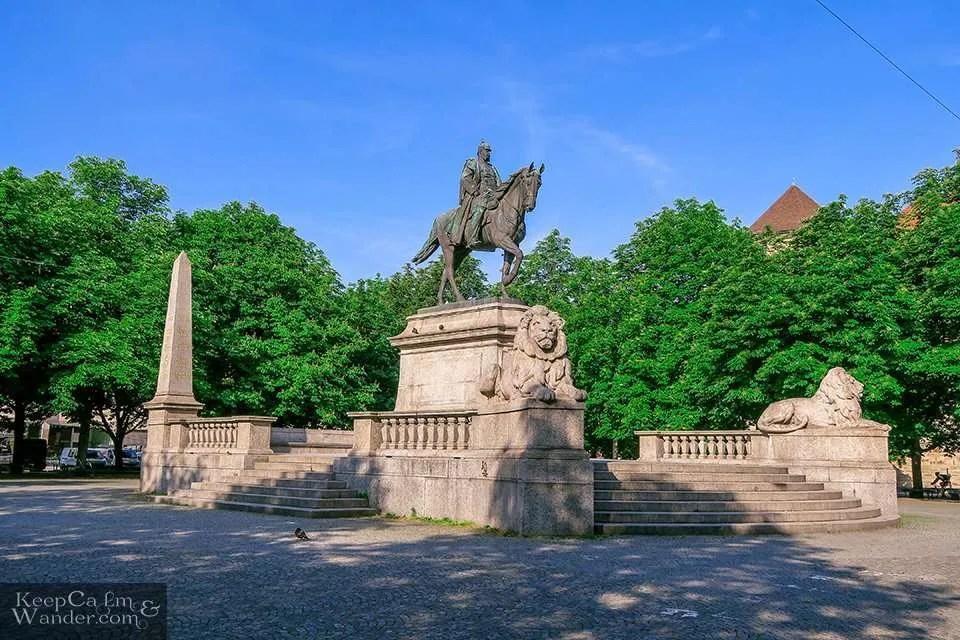 Karlsplatz (Stuttgart, Germany).