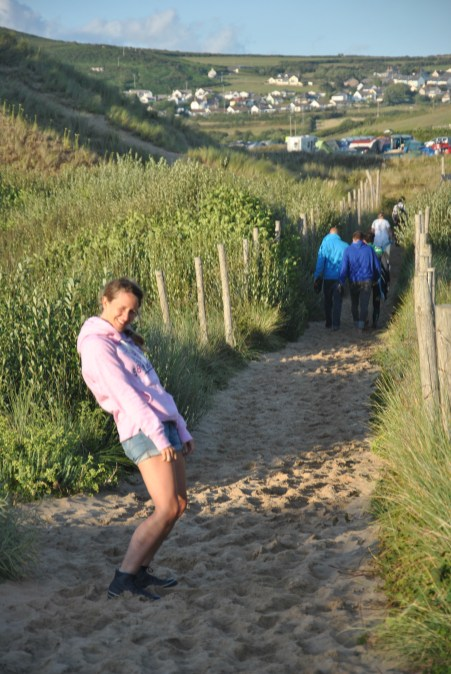 Llangennith Beach : chemin qui relie la plage au camping