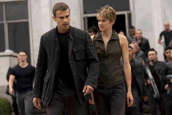 insurgent-theo-james-shailene-woodley-600x400
