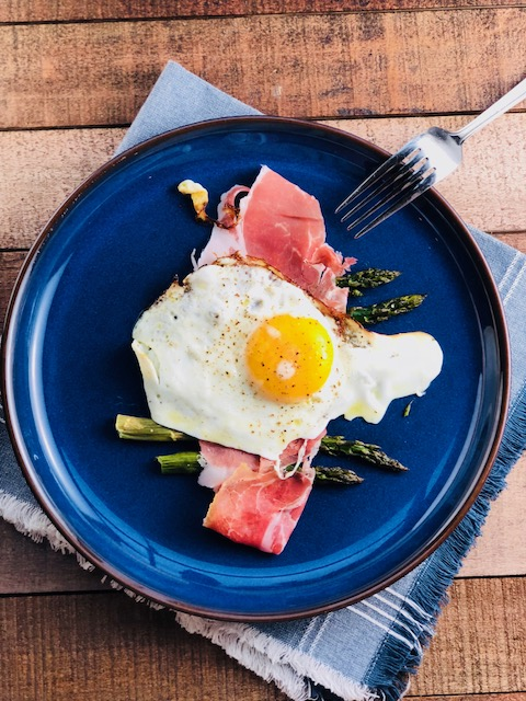 Olive Oil Fried Egg with Roasted Asparagus and Prosciutto