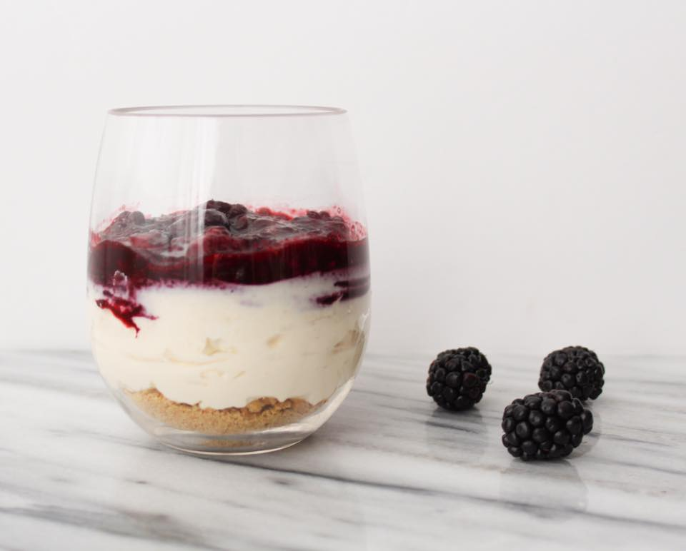 No Bake Cheesecake with Blackberries - Weight Watchers Freestyle