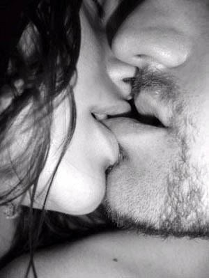 Sexy-Kiss-sexy-couple-sexy-kiss-Love-between-Woman-et-Man-sexy-BLACK-AND-WHITE-PASSION-THE-FEELING-THAT-ABSORBS-YOU-heplusshe_large_large