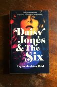 Daisy Jones And The Six - Taylor Jenkins Reid - Keeping Up With The Penguins