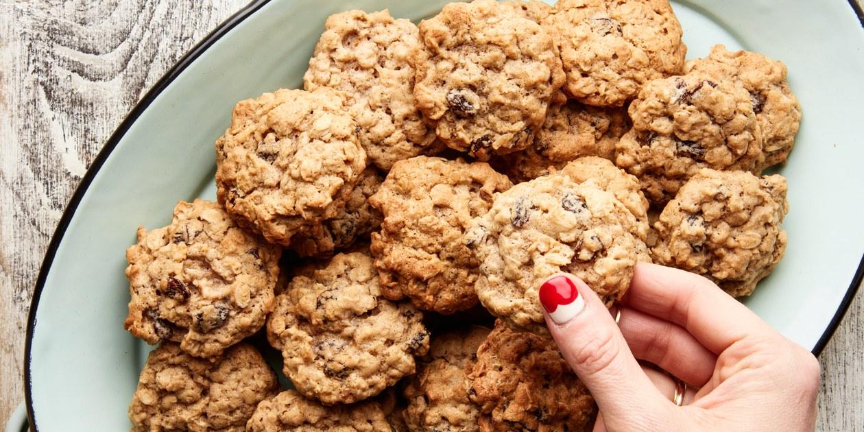 Add your favorite milk* or milk alternative to fill line & stir well. Quaker Vanishing Oatmeal Raisin Cookies recipe