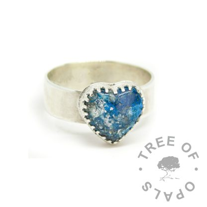 ashes heart ring blue - shiny band, silver leaf. Aegean blue resin sparkle mix