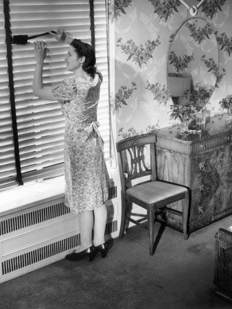 george-marks-housewife-dusting-window-blinds