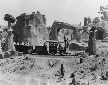 mine_train_1957
