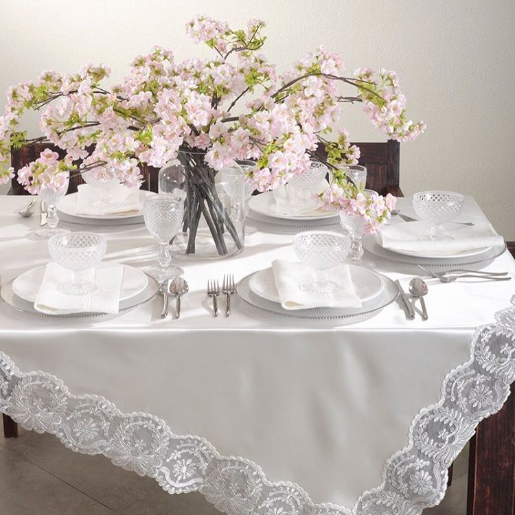 Vintage tablecloth adds beauty to any holiday table! downtownhistoricvillage keffieshellip