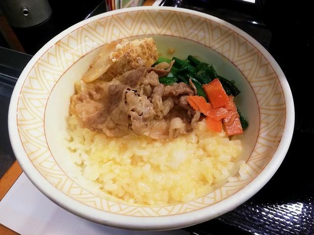 牛すき鍋定食で卵ご飯