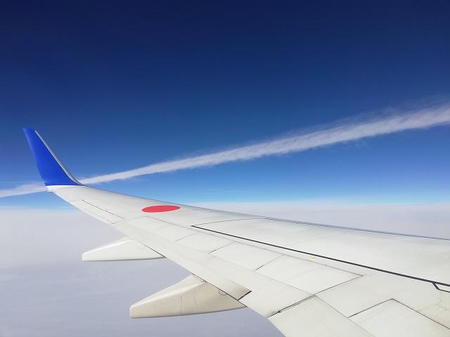 ジェット雲を近くで撮影
