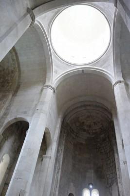 バクラティ大聖堂の内部。
