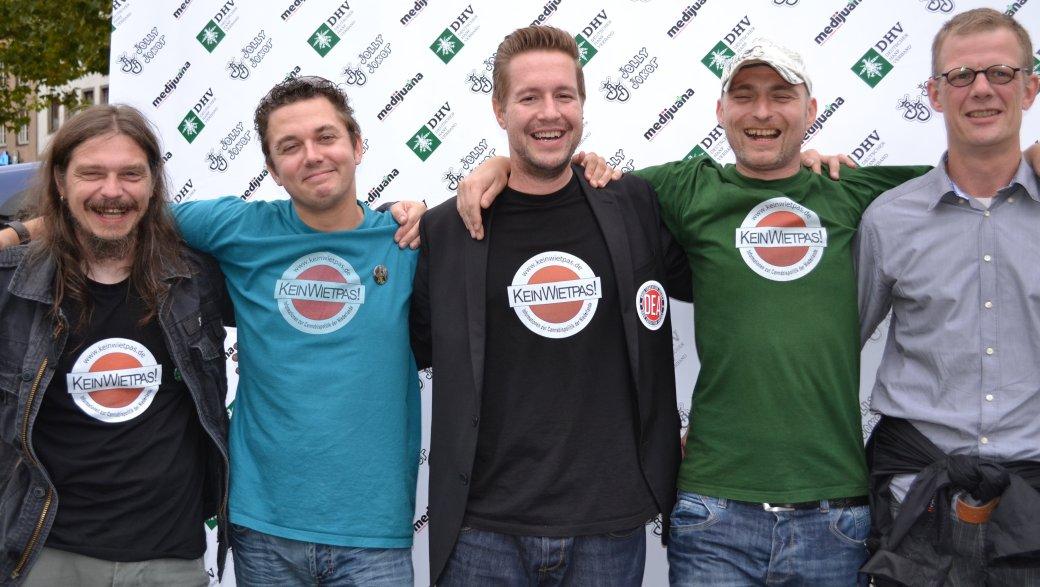 v.l.n.r.: Steve Thunderhead, mobo, Antonio Peri, Ivo, Hanfgleichstellen