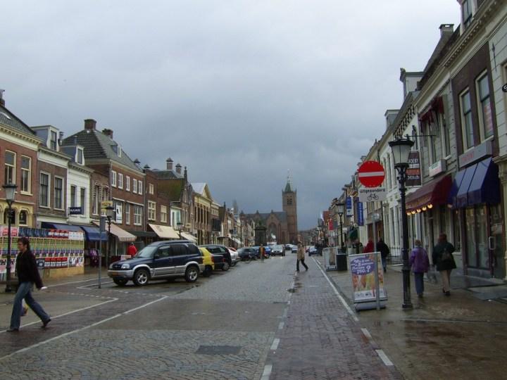 Voorstraat in Vianen (Utrecht) (CC BY-SA 3.0 Copyrights by BotMultichill)