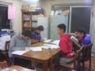 合宿所員のテスト勉