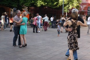 Tango debutantes in Place St Georges