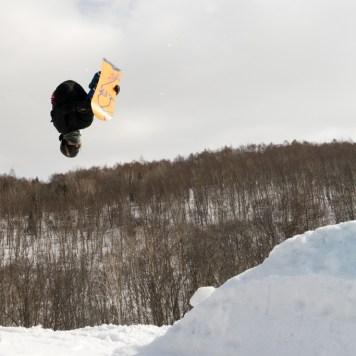 Cayley Alger backslip snowboarding, Niseko