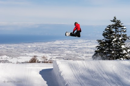 Grommy Seth Carleton sending a big method in the perfect Aomori Spring park