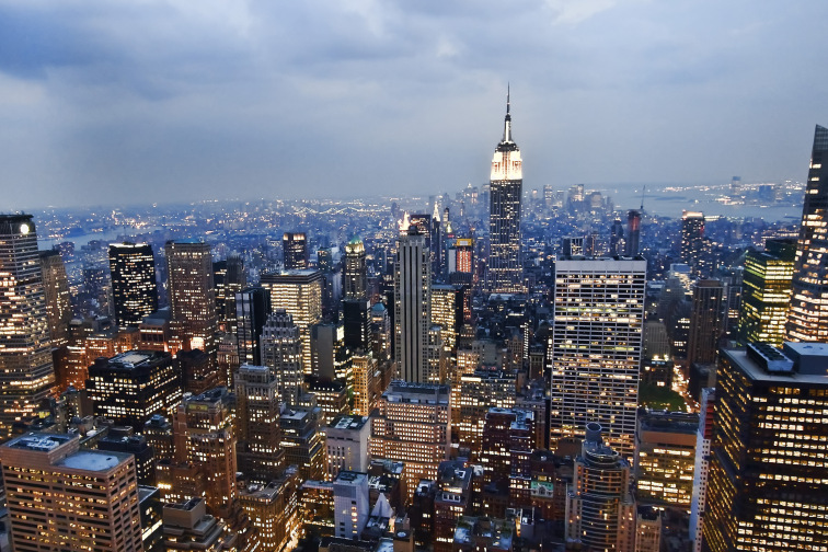 empire_state_building_from_the_rockefeller_center_observation_deck_nyc_-_18_august_20091