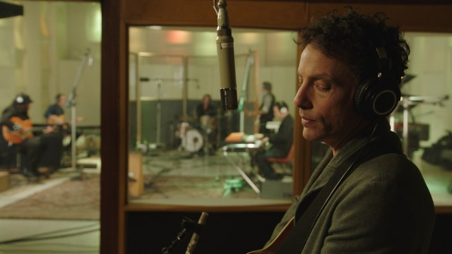 https://i1.wp.com/keithlovesmovies.com/wp-content/uploads/2019/07/Jakob-Dylan-in-the-studio-ECHO-IN-THE-CANYON-Courtesy-of-Greenwich-Entertainment.jpg?resize=640%2C360&ssl=1
