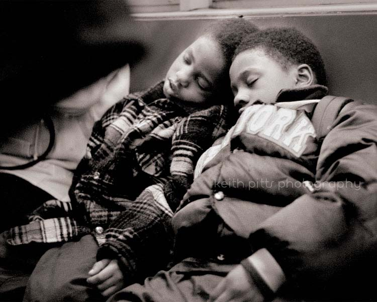 kids-sleepng-on-train